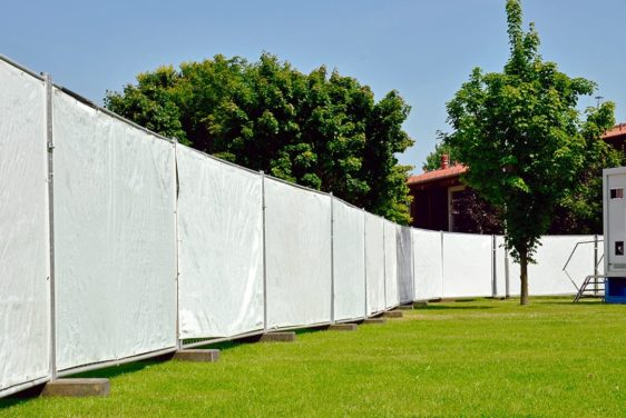 Fence tarp for mobile fence - application example