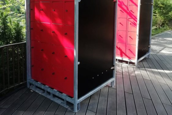 mobile Schließfächer im Stahlkäfig